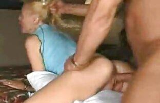 Meine Schwester will eine junge Hand, Fuß zu sehen, und versuchte, sie reife sex filme zu nehmen, Schlaf Hose und wurde durch den Arm gefangen