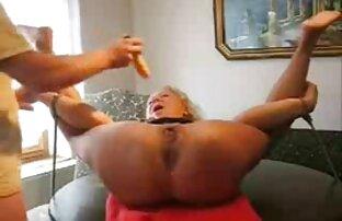 Coach Massagen eifrig reife pussys pussy, rasiert, Teile und drückt den Daumen in die vagina
