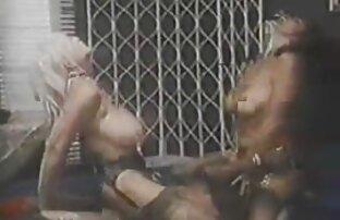 Lustige indische sexkontakte reife frauen nackt Maharajah Schlag mit der Handfläche der Braut und dreht sich auf seinen Körper