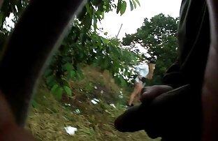 Der Tramp am Stadtrand, um eine Kopie des Schlachthofs auf trockenes reife frauen arsch ficken Gras zu legen
