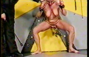 Puffärmel mit elastischen Titten vibrieren ihre Vagina vor der Kamera und versuchten es richtig zu reifen sex streicheln