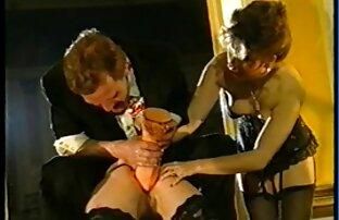 Ein Mitglied bohrt xxx reife damen ein Loch eine deutsche Frau oben auf dem sekundären Arschloch oben