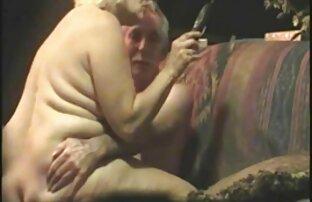 Als er drückt geile weiber über 50 den penis mit Pussy und rasierte eine kurze Zeit, auf der Brust und dann auf Muskel