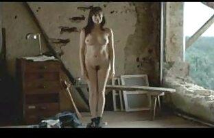 Neandertaler Mann schnappen ein Mädchen in der Küche Ihrer Freunde läuft im richtigen Moment und squeeze anal aus der Hölle reife ladys porn