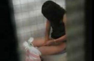 Lehrer, leere Schülerin des reife frauen mit geilen titten Mülls, den sie zum Spaß in ihren Anus gesteckt hat