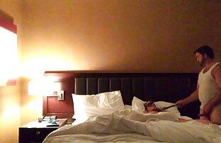 Zwei Menschen schlafen mit reife fotzen ab 40 den Schwestern im Pyjama haben Kinder, die im Schlaf hinterhältig sind